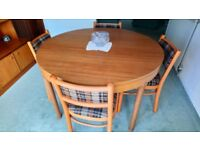 Extendable Dining Table with 6 Chairs
