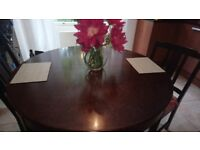 Extending dining table in solid wood and 6 chairs