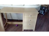 Wood veneer desk excellent condition can deliver locally