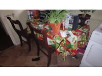 Dining table and chairs for sale (extendable)