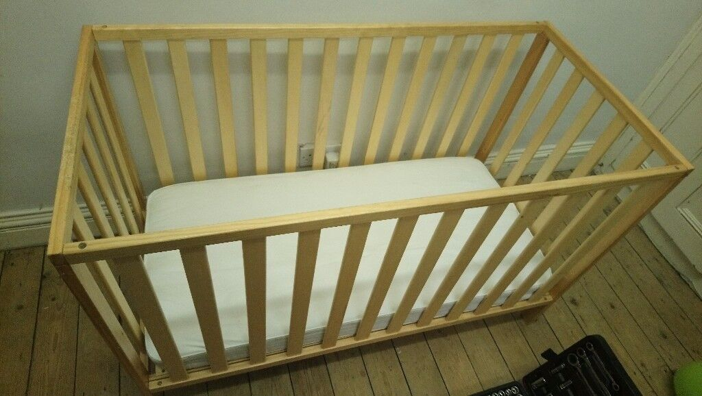 Cot bed amazing value no issues