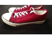 2 PAIRS OF NEW UNISEX CANVAS SHOES SIZE 7 (EU 41), RED & BLUE
