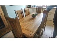 Soild oak wood dining table with 6 chairs, excellant condition