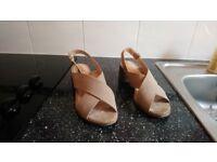 Ladies beige sandal