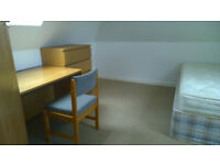 Student rental 5 beds 5 parking spots.Walk to QMC and UNI.£70 per room plus bills.Double rooms.