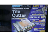 Plasplugs Master Tiler 650 W with 2 New Diamond cutting wheels