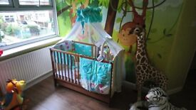 Baby cot with drawer+mattress+accesories