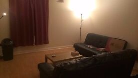 Room available in 2 bed flat (MON - FRI)