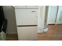 White Cabinet w door and 1 glass shelf 50x31xH87