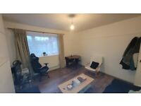 *DSS Welcome* Lovely 2 Bedroom Flat with Separate Living Located on Ernest Street in Stepney