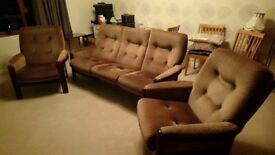 3 piece 'Cintique' suite - 3 seater settee plus 2 chairs.