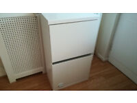 Wall White Cabinet w door and 1 glass shelf 50x31xH87