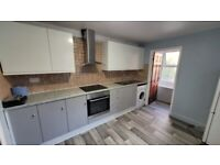 Dss Welcome Bills Inc Newly Renovated 2 Bedrooms Flat in Devons Road, Bow