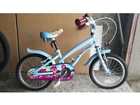 Small girls bike suitable from 4+ hardly used