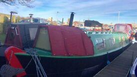 45 ft Narrow boat built in 1972 permanent moorings in Goole marina, vintage interior good project
