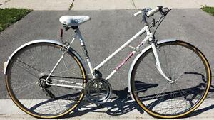 ",Road Bike For Sale 18"" FRAME 5-SPD 27-TIRE.WHIT  ALUMINUM FENDERS RAPIDO"