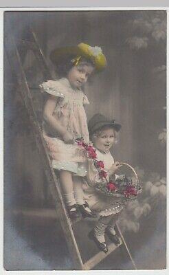 (26448) Foto AK Kinder mit Hüten auf Leiter, - Kinder Mit Hüten