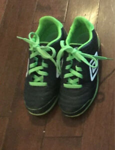 Youth Size 1 Umbro indoor soccer shoes