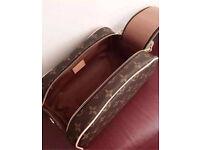 Men's essential Lv bag Louis Vuitton