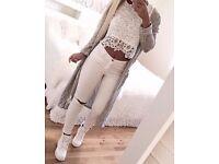 Białe spodnie z dziurami <3 <3