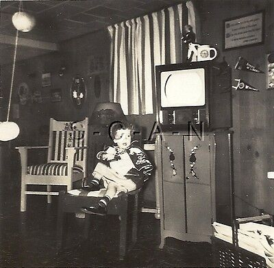 Org Vintage 1940s Halloween Party RP- Costumes- Hanging Apples- Old TV Set- - Halloween 1940 Costumes