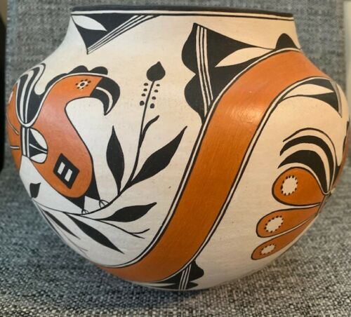 Rachel Aragon Acoma Pueblo Pot