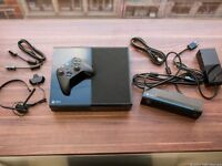 Xbox ONE, 500GB console, good condition 3 games 2 controllers and Kinext (Boxed)