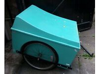 Cycle / bicycle / bike cargo trailer with hinged lid