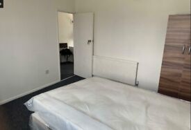 Lovely Double Room to Rent in a Shared Flat on Eastern Avenue, Ilford IG2