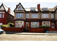 2 bedroom flat in Lyndhurst Rd, Wallasey, CH45 (2 bed)