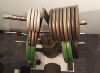 435 lbs in steel plates and a easy curl bar!Plate stand included