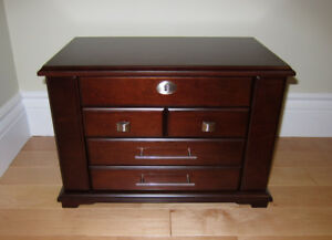 LIKE NEW Wood 7 Compartment Jewelry Box Chest