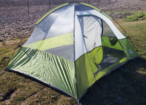 "ESCORT ""like new""  for camping  3 person dome tent"