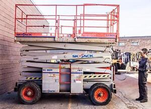 2006 Sky jack SJ8841 Scissor lift Outdoor tire