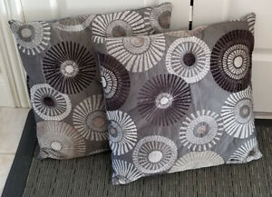 """Set of 2 Pillows 12"""" Square"""