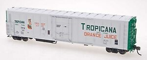 Red-Caboose-HO-Scale-57-Reefer-Tropicana-White-w-Green-Ends-one-Figure-532