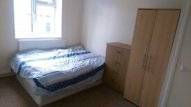 *** WHITECHAPEL Spacious double Room - GREAT GREEN LOCATION