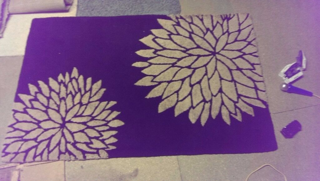 Black and Gold Rug - approx 150cm X 95cm