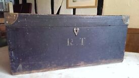 Antique/Old/Rustic/Vintage Wooden Trunk/Chest/Box Coffee Table Shabby Chic
