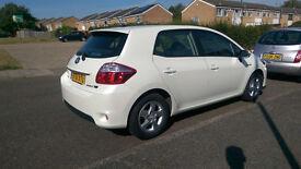 Toyota auris hybrid auto full toyota service,road tax £0 ,blutooth,reverse camera