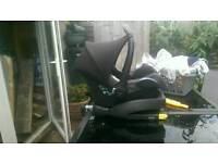 Maxi cosi cabriofix car seat and isofix base in amazing condition