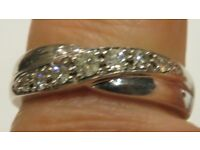 9CT. WHITE GOLD QUALITY DIAMOND CROSSOVER RING, 0.25CT, DIAMONDS STAMPED INSIDE BAND. SIZE M. BOXED
