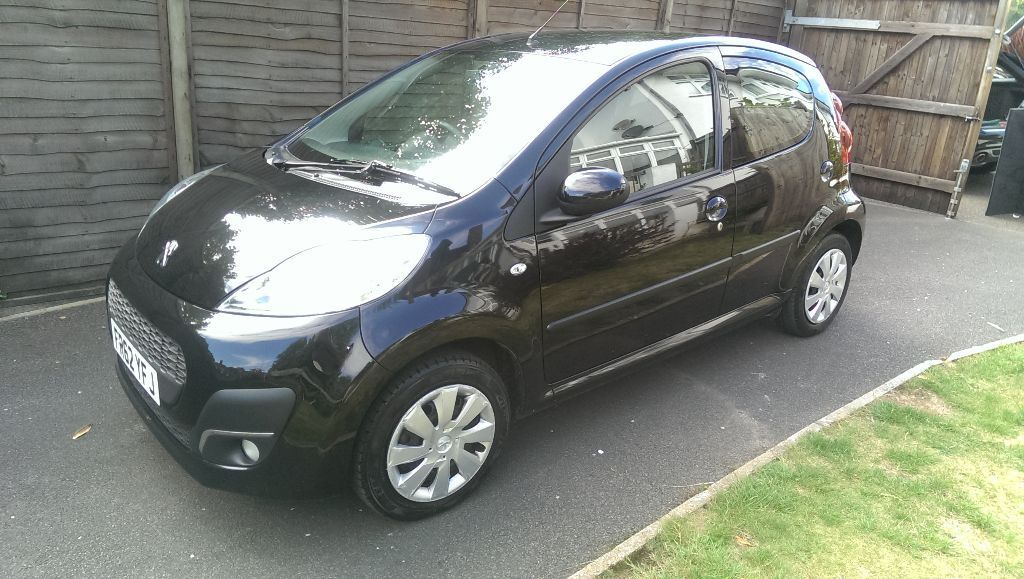peugeot 107 62 reg 2012 black with black interior lovely car 1 lady owner unmarked in. Black Bedroom Furniture Sets. Home Design Ideas