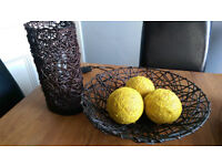 Table lamp and decorative bowl with three balls