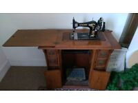 Vintage Singer treadle seweing machine and ornate stand, nice piece of furniture