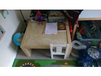 free coffee table and kids chair