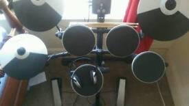 Roland TD-1K drumkit with accessories