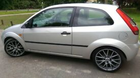 Ford Fiesta 1.4 Diesel 17 inch Sporty Alloy low profile tyers lower suspension £30 Tax Sony CD Playr