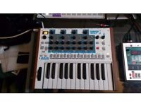 AKAI Timbre Wolf Analog 4-Voice Polyphonic Synthesizer - VGC-1 Yr old & boxed - PSU/Midi cable inc'