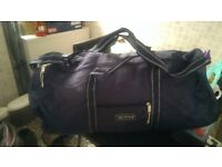 Holdall bags for travel